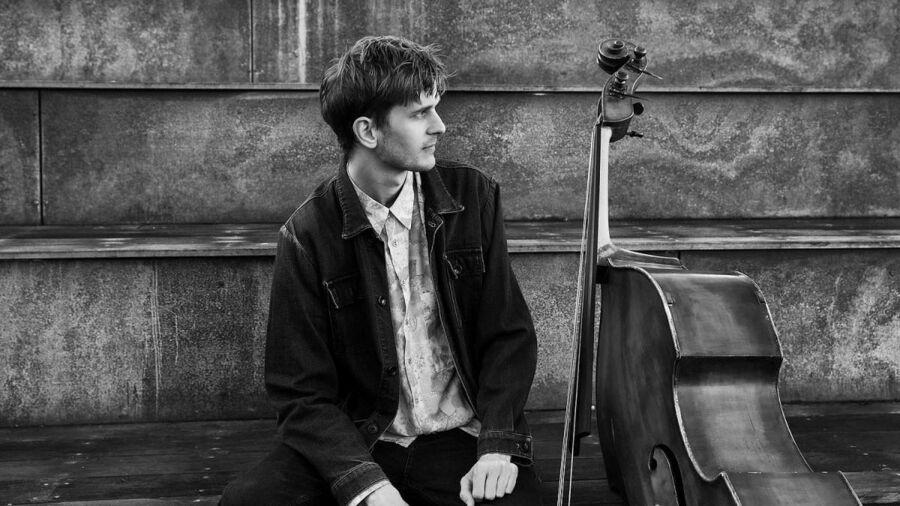 Jazz-bassist Anders Fjeldsted er klar med nyt album, der er blandt juni måneds anbefalinger fra musikbibliotekar Marit Juhl.