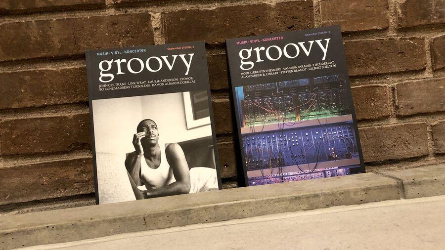 To eksemplarer af musikmagasinet Groovy