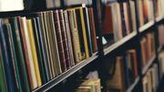 Bøger på reol på Herlev Bibliotek